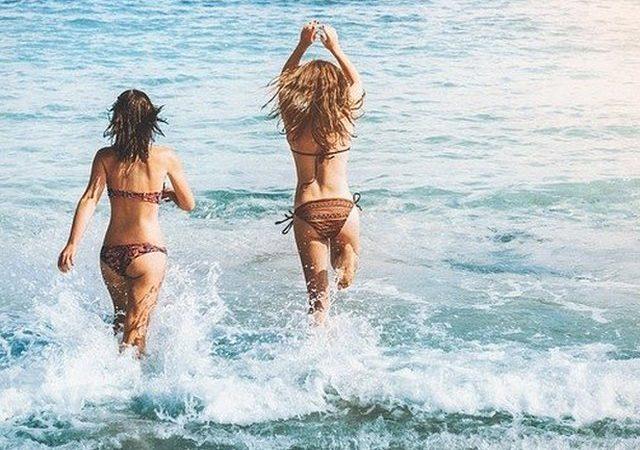 Ręcznik na plażę – o czym nie możemy zapomnieć w wakacyjnym natłoku wrażeń